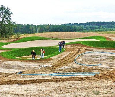 Budowa pola golfowego - kształtowanie bunkrów green na polu golfowym, zabezpieczenie przeciw erozji przez darniowanie .