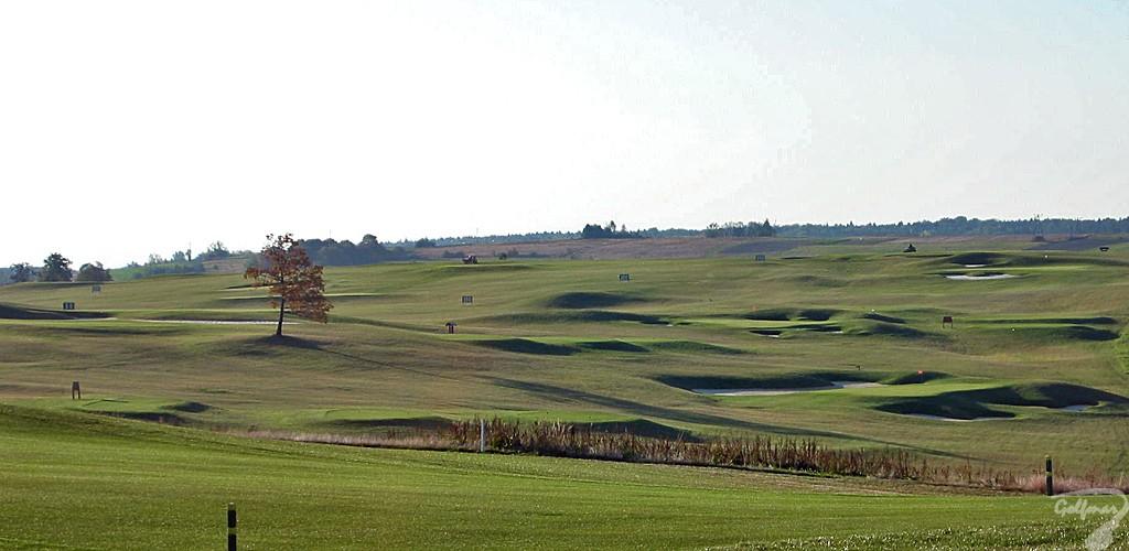 Budowa pola golfowego, galeria pól golfowych - gotowa akademia golfowa z zadaszonym driving range i 6 dołkowym polem w Krakow Valley Golf & Country Club.