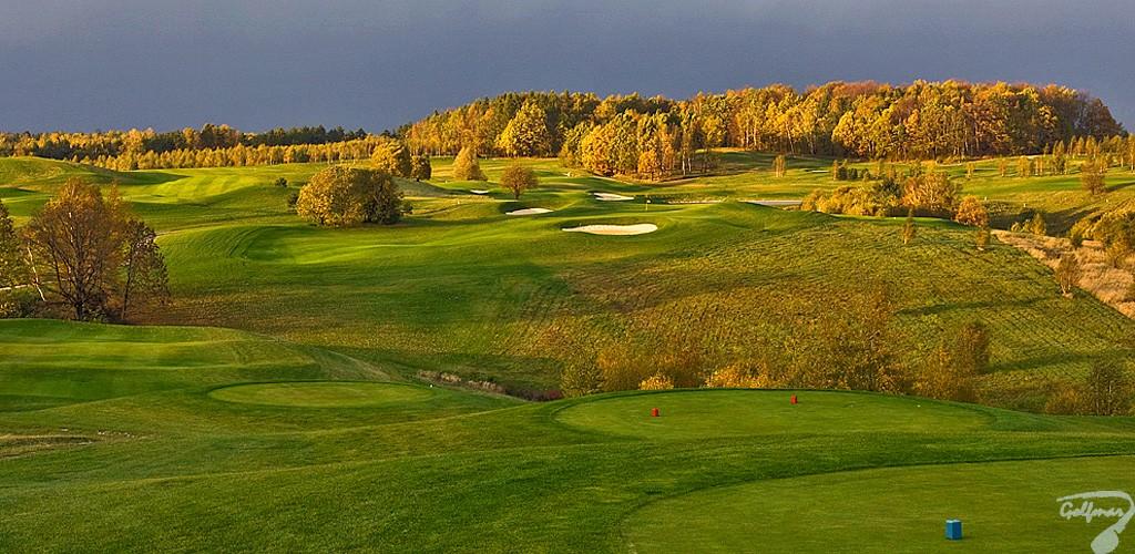 Budowa pola golfowego, galeria pól golfowych - dołki golfowe na gotowym polu golfowym Krakow Valley Golf & Country Club.
