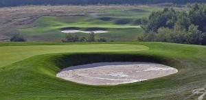 Budowa pola golfowego / galeria pól golfowych - greeny golfowe dołków na polu golfowym Krakow Valley Golf & Country Club.