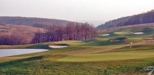 Budowa pola golfowego / galeria pól golfowych - dołki golfowe (greens) na polu golfowym Krakow Valley Golf & Country Club.
