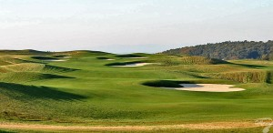 Budowa pola golfowego / galeria pól golfowych - dołek golfowy (fairway) na polu golfowym Krakow Valley Golf & Country Club.