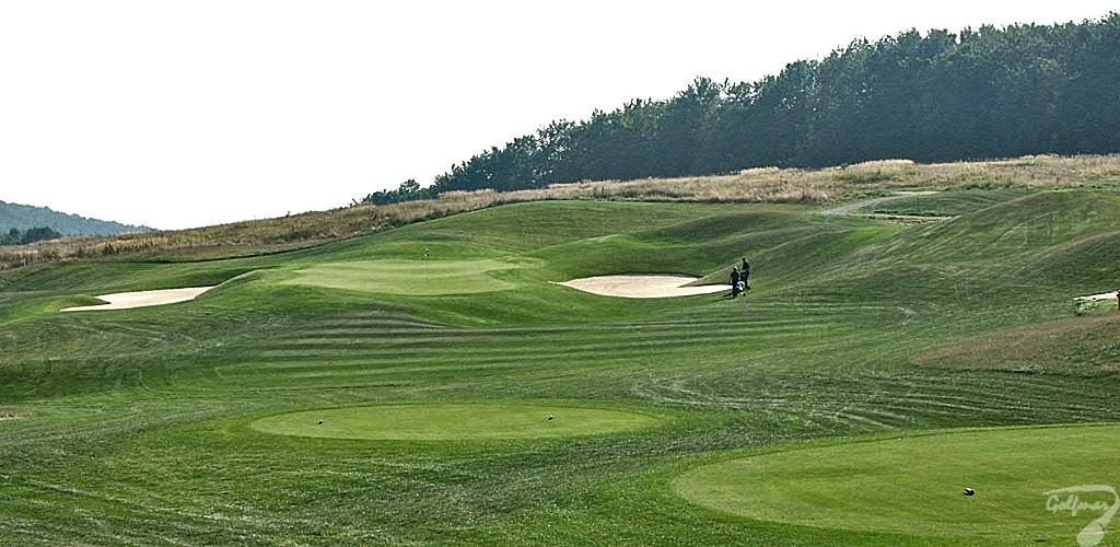 Budowa pola golfowego, galeria pól golfowych - green dołka golfowego nr 4 na gotowym polu golfowym Krakow Valley Golf & Country Club.