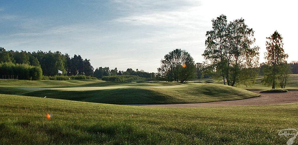 Budowa pola golfowego, galeria pól golfowych - kompleks greenu golfowego dołka na gotowym polu golfowym Mazury Golf.