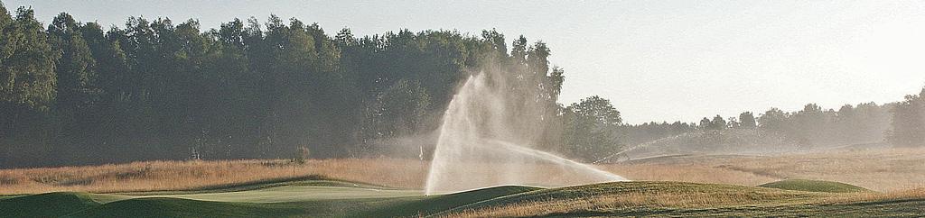 Budowa pola golfowego - system nawadniający na polu golfowym oparty o zraszacze wynurzalne, rotory .