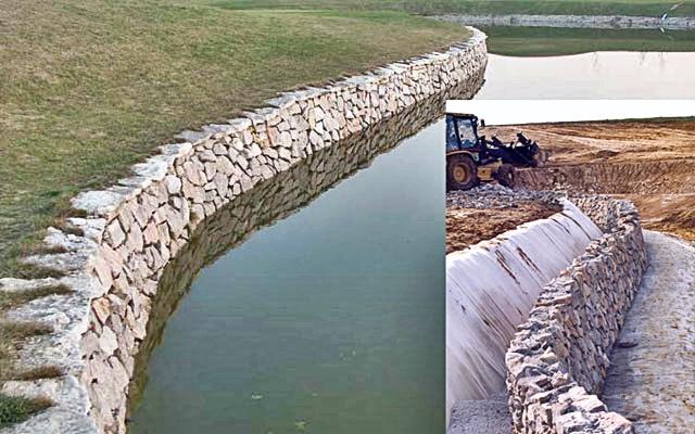 Pola golfowe - budowa pola golfowego - kamienny mur oporowy jeziora (zbiornika wody retencyjnej)