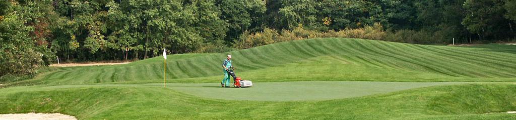 Budowa pola golfowego - nawożenie i pielęgnacja trawy, zapewnienie maszyn do koszenia, aeracji, wertykulacji, topdressing-u na polu golfowym.