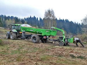 Budowa stoku narciarskiego - rekultywacja pozostałości po wyrębie: zrębkowanie rębakami gałęzi i krzewów, usuwanie karp.